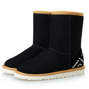 Фото UGG Classic Short Black Ornament